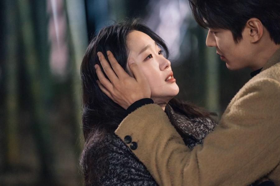 Kim Go Eun e Lee Min Ho como Jeong Tae Eul e Lee Gon em O Rei Eterno